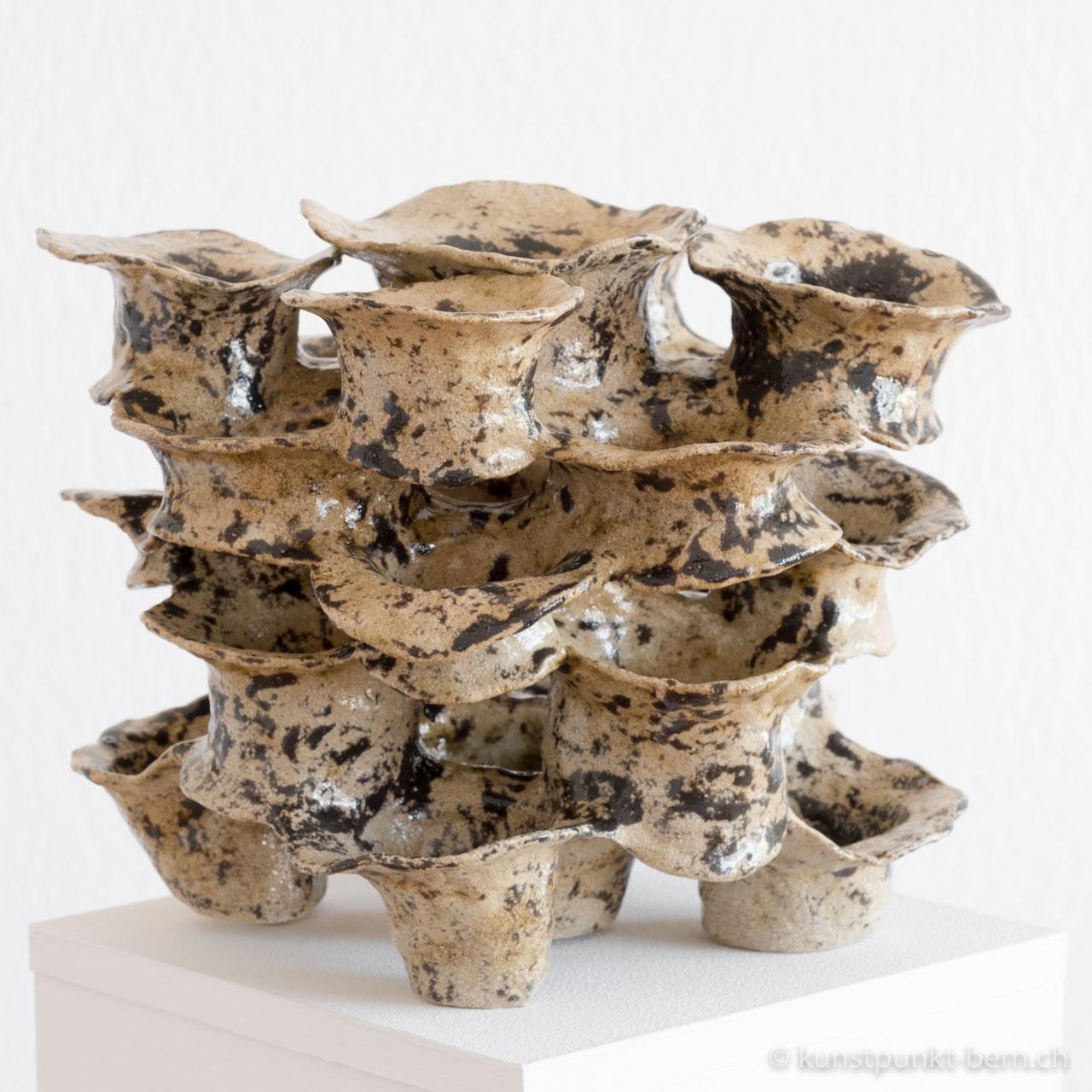 Porifera - Tonskulptur von Judith Kaffka kunstpunkt-bern.ch