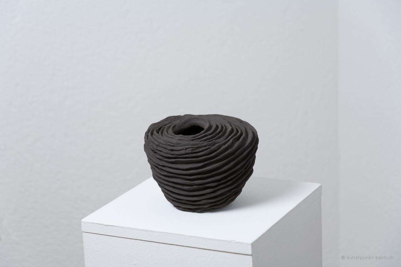 Araucaria VI - Tongefäss von Judith Kaffka