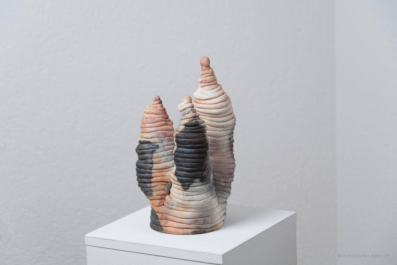 Tanz der Türme IX - Tonskulptur Fassbrand - von Judith Kaffka - kunstpunkt-bern.ch