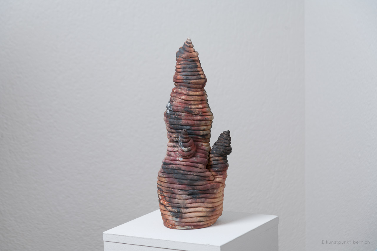 Tanz der Türme VIII - Tonskulptur Fassbrand - von Judith Kaffka - kunstpunkt-bern.ch