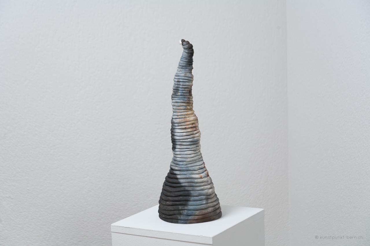 Tanz der Türme VI - Tonskulptur Fassbrand - von Judith Kaffka - kunstpunkt-bern.ch